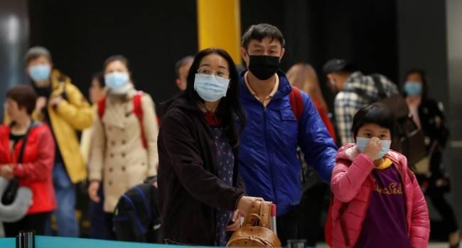 В Ухане люди штурмуют фабрики, пытаясь набрать запасы масок, чтоб хоть как-то уберечься от опасного вируса