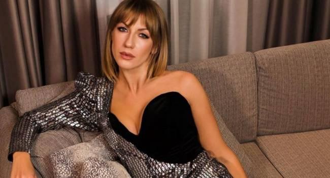 Леся Никитюк шокировала сеть своими длинными ногами: поклонники заподозрили знаменитость в использовании фотошопа