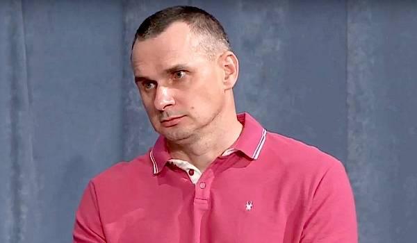 «Ти на вірному шляху і комусь почав заважати»: Сенцов розповів, чи планує йти в політику