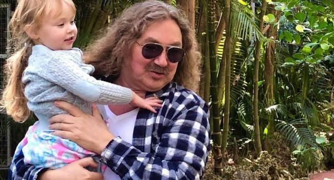 «Вероничка - сказочница»: Игорь Николаев показал, как с дочкой придумали на ходу романтическую сценку