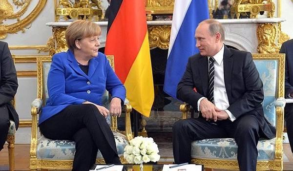 Путин и Меркель по телефону обсудили ситуацию в Украине