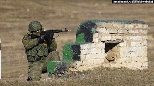 Российские военные в Крыму занимаются отработкой обороны и наступления – Минобороны РФ