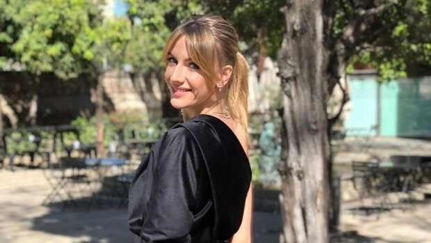 Леся Никитюк позировала в откровенном боди в сетку без бюстгальтера, засветив голую грудь