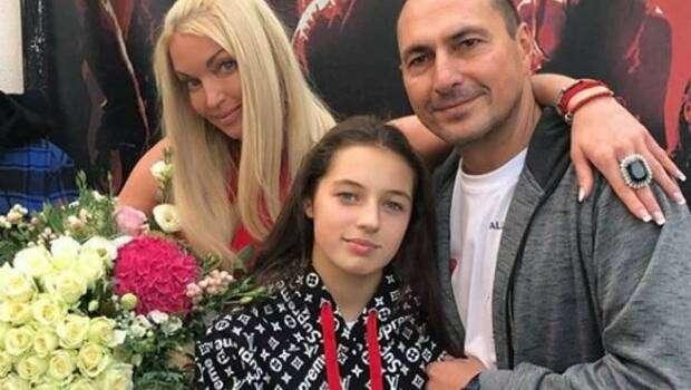 Очень похожа на мать: 14-летняя дочь Волочковой старается казаться старше