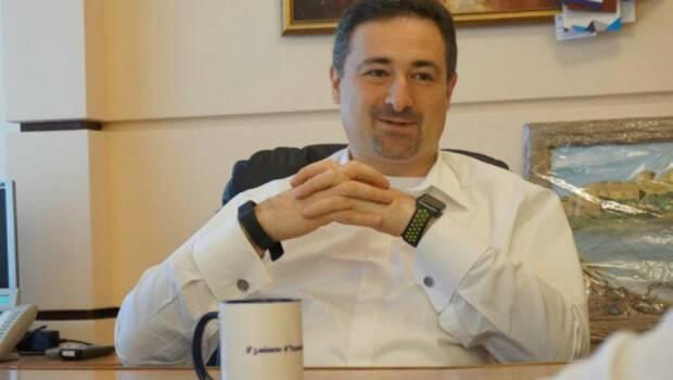 Смелянский рассказал почтальонам, почему он получает миллион зарплаты