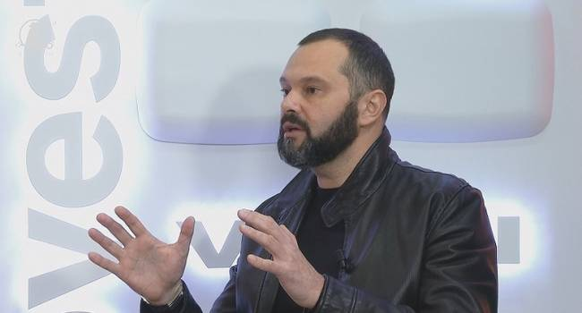 «Дрянь, нормальные люди друзей не продают»: Гольдарб жестко отреагировал на заявление депутата о продаже собаки