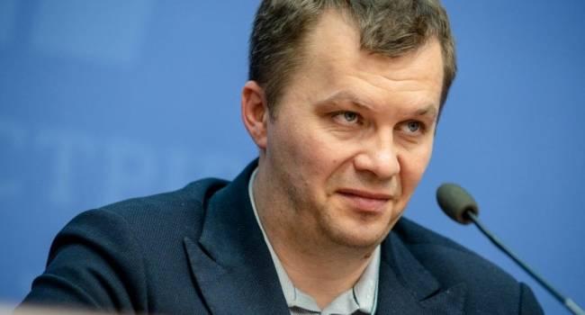 «Для тех, у кого на голове кастрюля»: Азаров прокомментировал заявление Милованова о миллионе новых рабочих мест