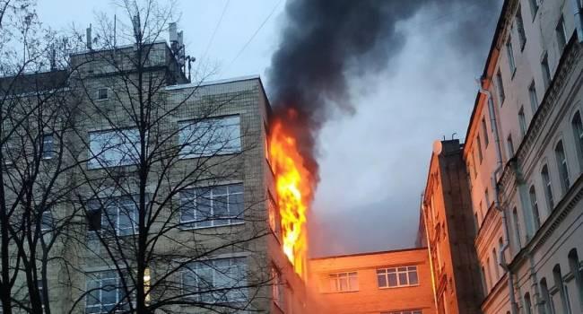 Люди молили о помощи: в центре Петербурга полыхало пятиэтажное здание
