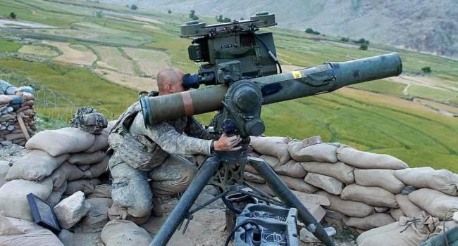 «Слава Україні!»: Бійці ЗСУ ракетним ударом перетворили бронетехніку росіян на Світлодарській дузі «в порошок»