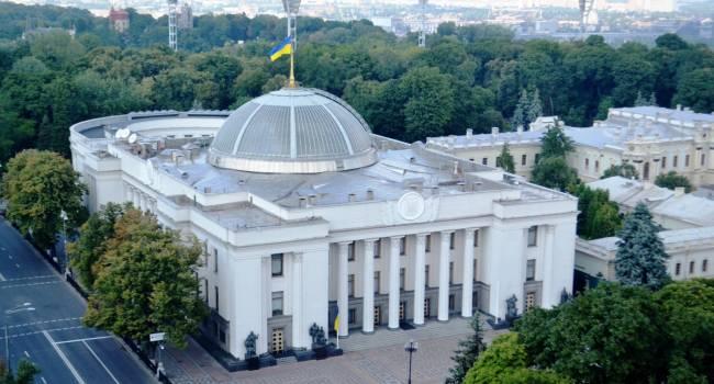 В Раду внесен законопроект, предлагающий лишать депутатов мандата за прогулы и неперсональное голосование