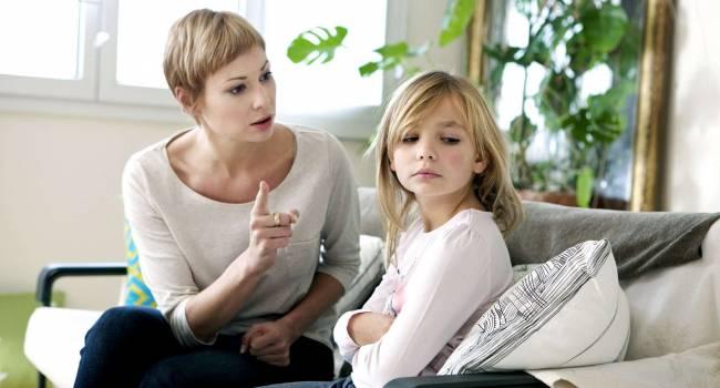 «Словом можно убить»: Психологи назвали фразы, которые не должны звучать из уст родителей