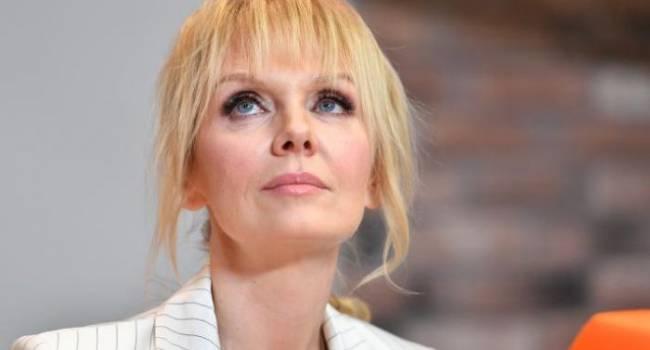 «Не проверил, с какой ноги встал»: Певица Валерия сняла на видео скандал с мужем и опубликовала его в сети