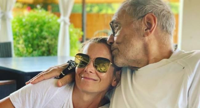 «Как трогательно и нежно»: в сети появилось интимное фото Андрея Кончаловского с супругой