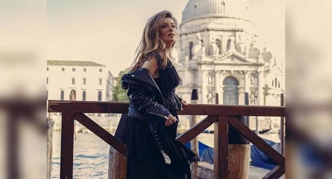«Какая вы сладкая и позитивная пара»: Жанна Бадоева показала своего супруга, катаясь на катере по Венеции