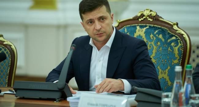 «Медовый месяц закончился»: политолог рассказал о стремительном падении рейтинга Зеленского