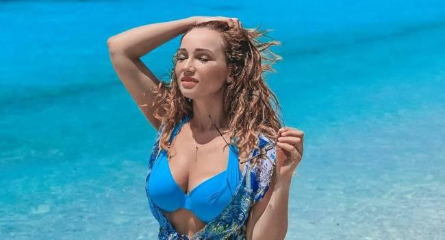 «Сочная и женственная»: Анфиса Чехова похвасталась своими роскошными формами в купальнике