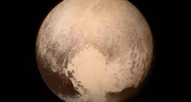 Влияет на рельеф планеты: астрономы рассказали о главной тайне Плутона