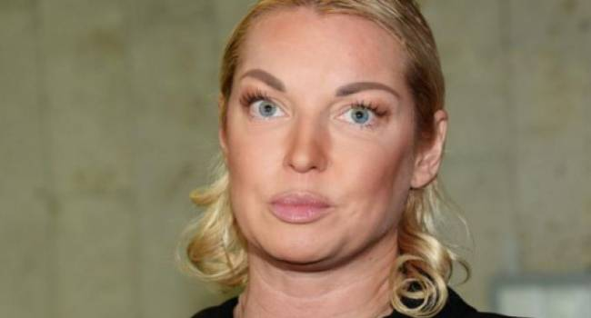 Анастасия Волочкова напугала поклонников лысой головой, рекламируя салон красоты