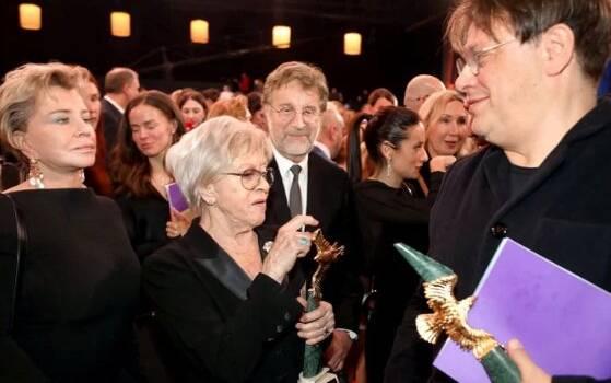 «Вот сволочи»: Звезду «Служебного романа» Алису Фрейндлих, ужасно унизили в России