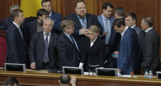 «Он стоит 2 тысячи долларов»: Арахамия заявил, что Тимошенко заплатит за сломанный микрофон спикера из собственных средств
