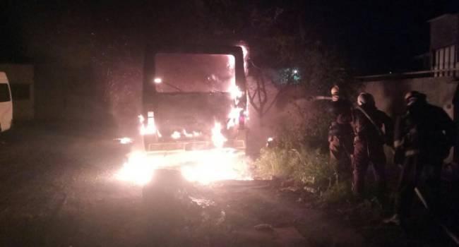«Внутри были 8 человек»: В Польше дотла сгорел украинский автобус