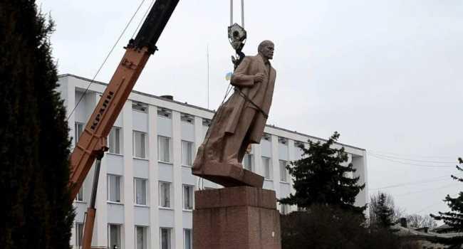 Закон про декомунізацію не відповідає національним інтересам України – Кравчук