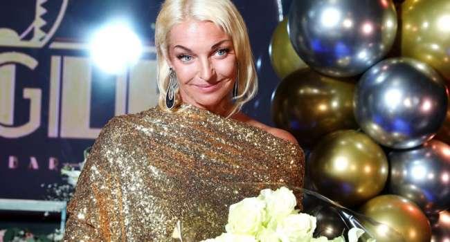 «Я с твоим мужем, не думай ничего плохого»: Волочкова теперь обнимается с гастарбайтерами