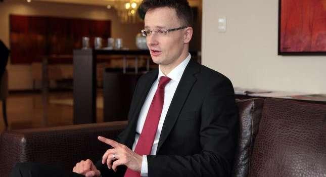 Сийярто требует признать венгерский на уровне коренного языка на Закарпатье