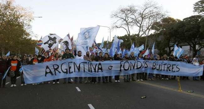 Политолог: «слуги народа» продвигают Аргентинскую или Филиппинского модель рынка земли – посмотрите, что происходит в этих странах