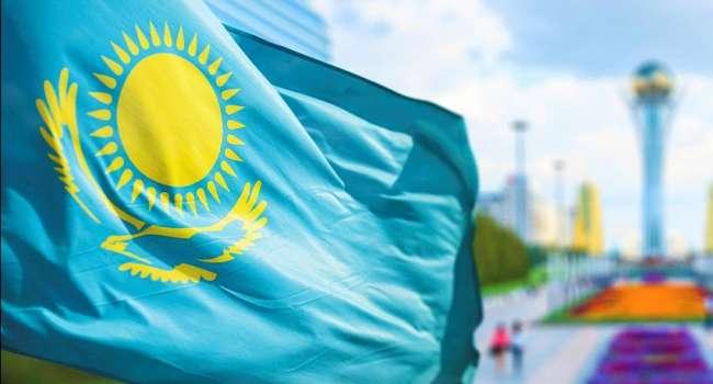 «Жгут, бьют и стреляют»: В Казахстане в результате конфликта горит все село, а силовики не прибывают