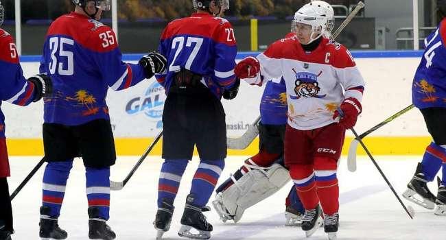 Путин для поддержания мужественного имиджа снова изобразил игру в хоккей