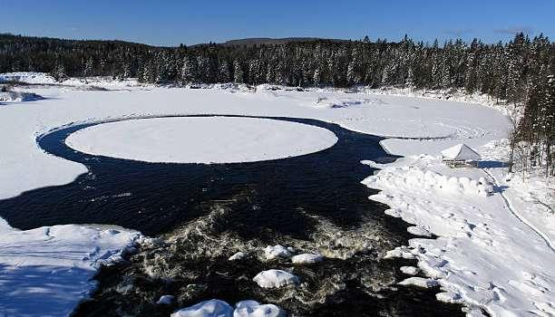 Мощный вихрь: ученые разгадали секрет ледяных кругов на озере Байкал
