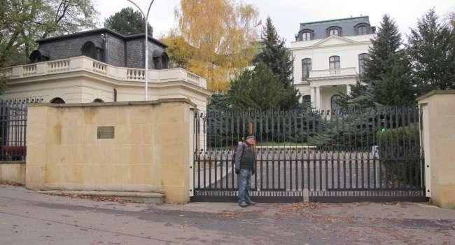 Площадь перед посольством России в Праге назовут в честь Немцова