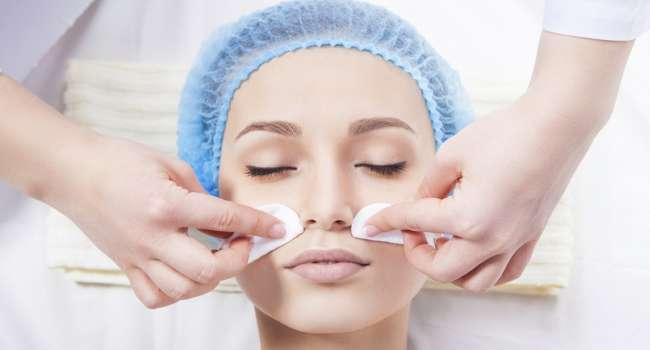 Названы заболевания, при которых нужно отказаться от популярных косметологических процедур
