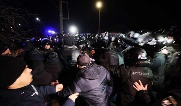 Безумное стадо: эксперт жестко прокомментировал вчерашний бунт в Новых Санжарах