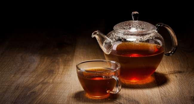 «Вызывает обезвоживание организма»: Медики не рекомендуют пить много чая