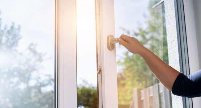 Дерево чи металопластик — обираємо вікна!