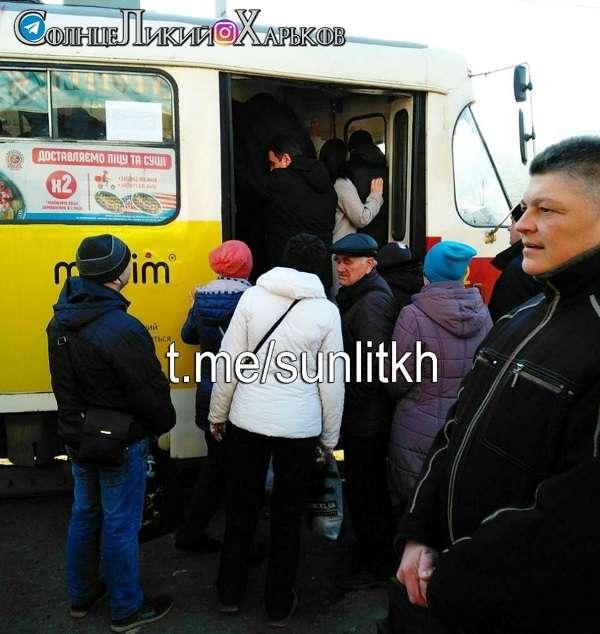 Карантинные меры в Харькове: люди не выполняют требования в транспорте, нарушая запрет