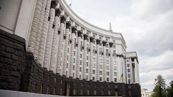 Шмыгаль хочет вдвое урезать размер зарплаты чиновникам, у которых она выше 47 тысяч гривен