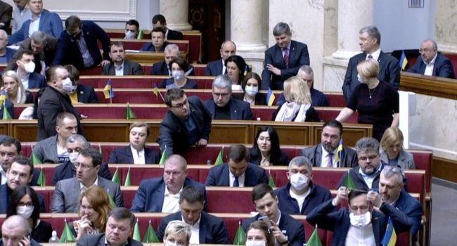 Без голосов «ЕС» и «Голоса» у «слуг» не было бы шансов на принятие рынка земли: аналитик объяснил позицию Порошенко