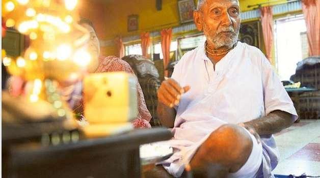 «Главное - это дисциплина»: 128-летний долгожитель из Индии раскрыл секреты своего здоровья