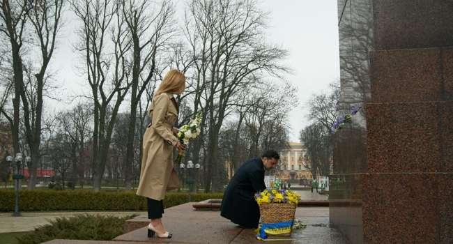 «Это наверное рано утром? Где-то в 4 утра?» В сети гневно отреагировали на посещение Зеленским памятника Тарасу Шевченко