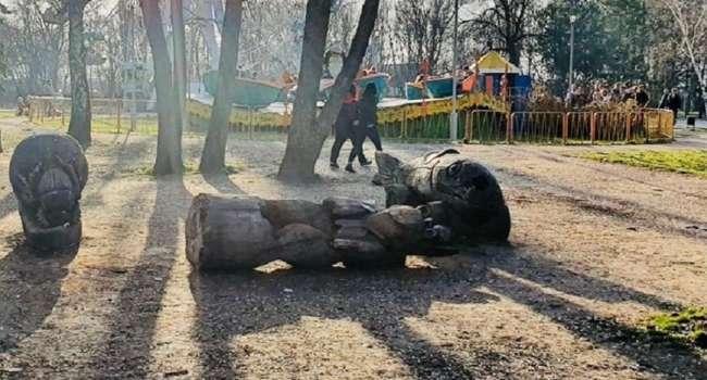 В Запорожье умерла девочка, на которую упала деревянная статуя – власти отказываются признавать свою вину
