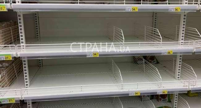 Разобрали горох, муку и гречку: журналисты показали, что происходит в магазинах Украины после объявления карантина из-за коронавируса