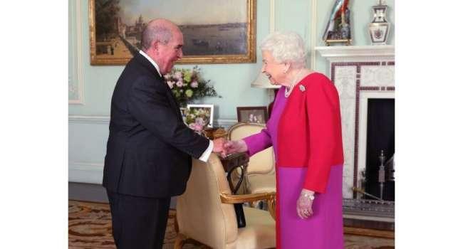 Полная смена имиджа: в сети показали, какой оригинальный образ выбрала Елизавета II