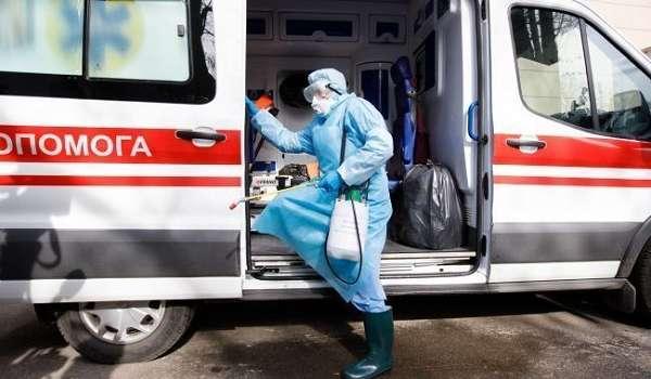 В больницу Черновцов с подозрением на коронавирус госпитализировали мать и двоих детей