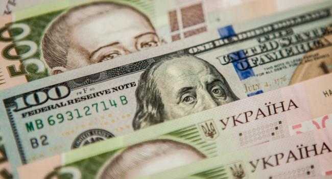 Национальный банк своими действиями может обвалить украинскую валюту до 32 гривен за доллар - эксперт