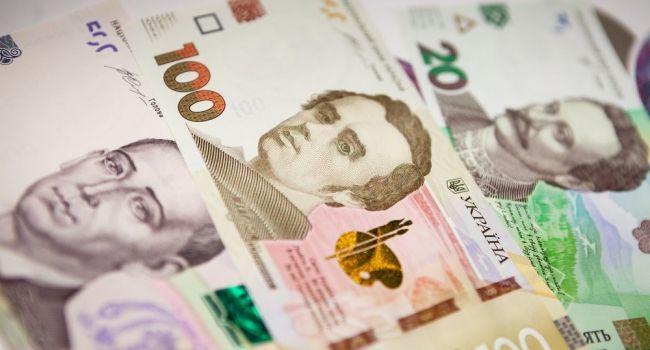 Нацбанк ослабил гривну к новой психологической отметке: завтра ожидаем реакцию в обменниках