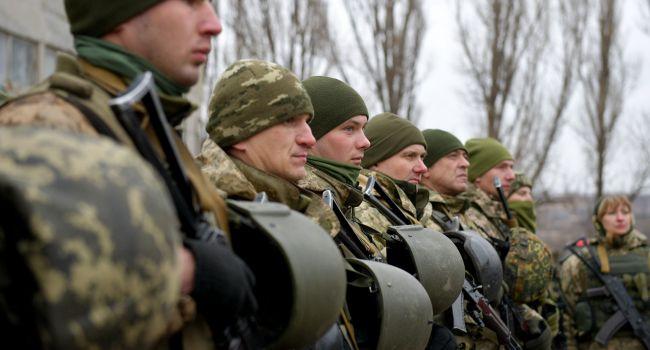 Политолог: власть «нацарствовала» до того, что с 25 марта военные могут сидеть голодными в казармах