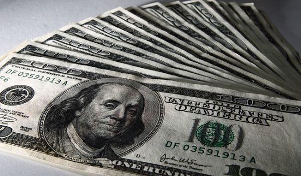 Сегодняшние торги на межбанке начались со снижения курса доллара